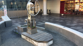 今津駅前の舟形ポンプ