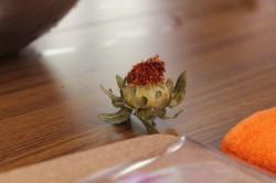 紅花で染めて手芸