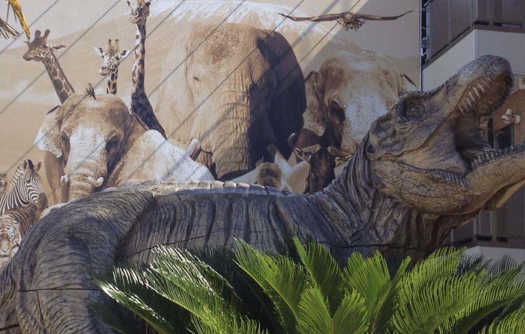 まちなかアート ティラノサウルス