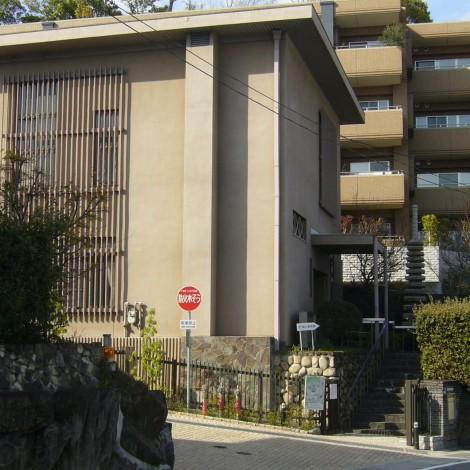 頴川美術館