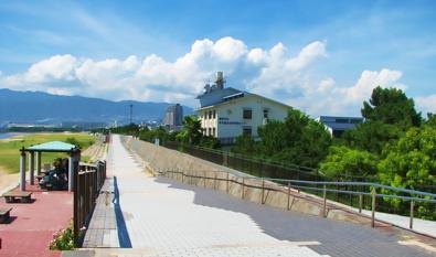 甲子園浜から六甲山系