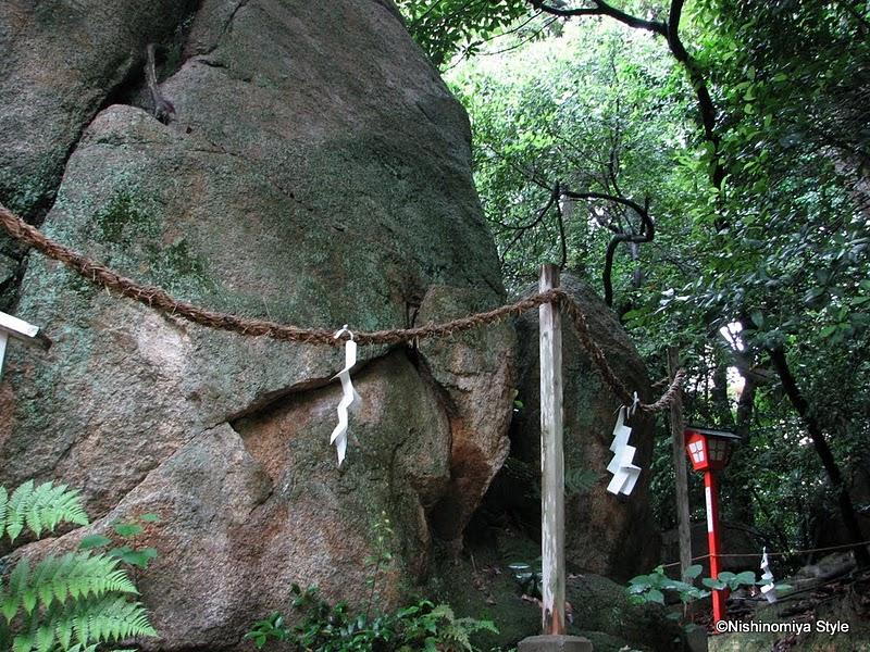甑岩(越木岩神社)
