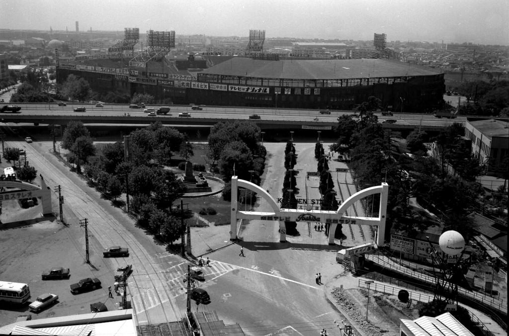 昭和38年10月撮影の甲子園球場前