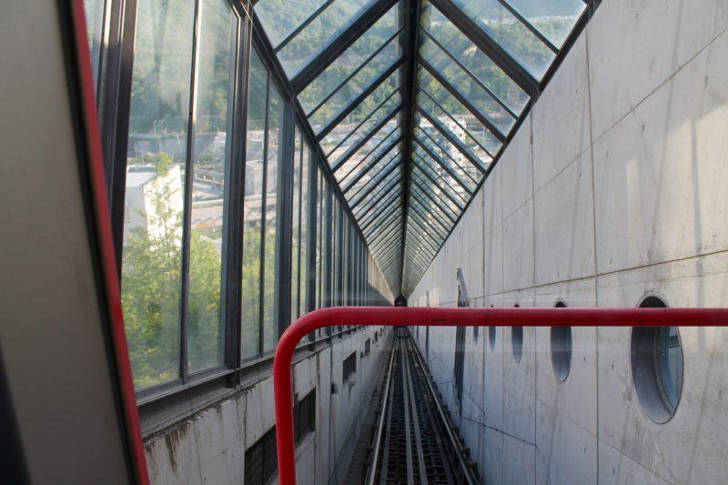 斜行エレベーター