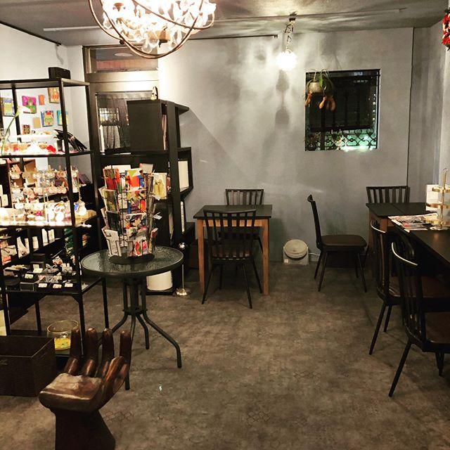 喫茶とお酒「花と寅」店内