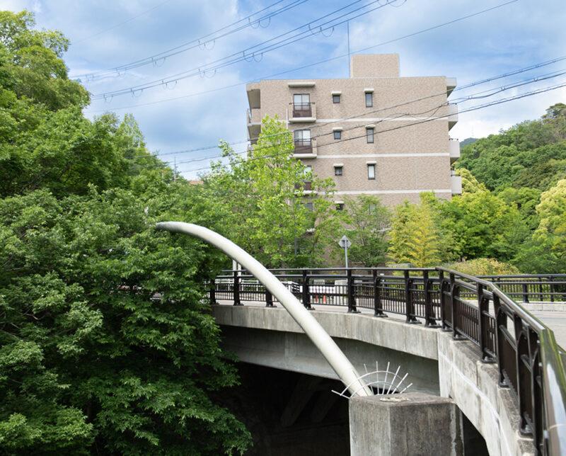 通学路として登場する銀水橋