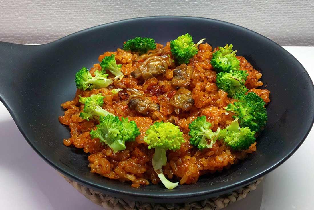 備蓄用食料がごちそうに!意外な活用レシピ お水やお湯があれば炊ける「アルファ化米」がパエリアに!